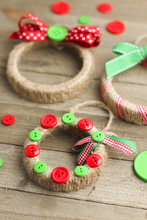 DIY christmas ornament gift from mason jar lids