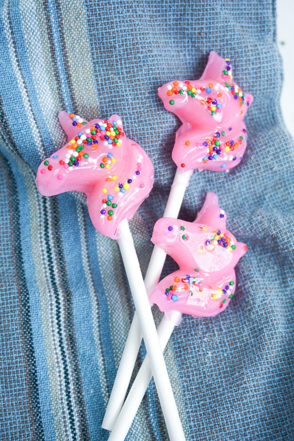 DIY pink unicorn lollipops