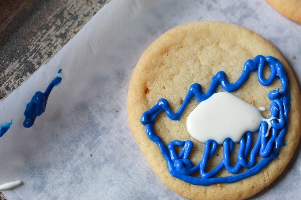 Making ice themed sugar cookies with store bought frosting