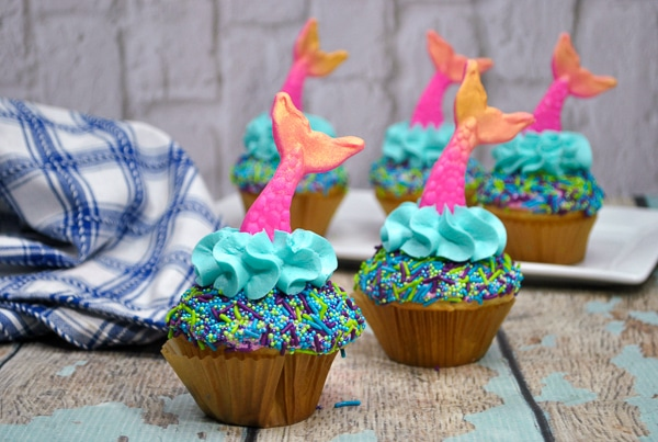 Blue and pink mermaid cupcakes