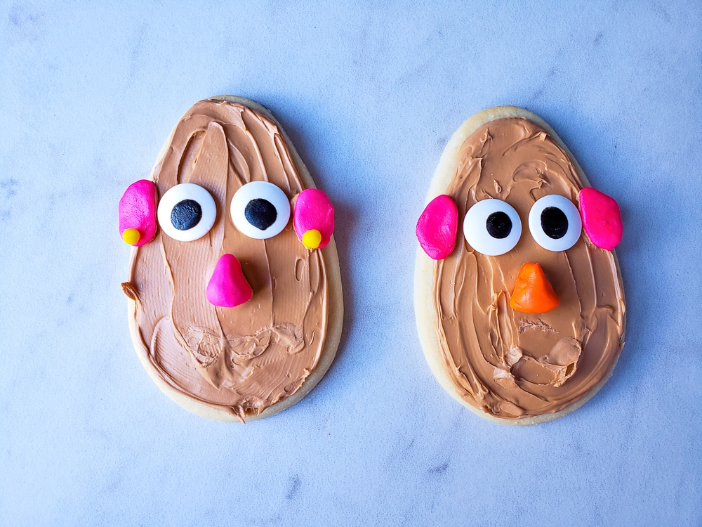 Toy Story cookie ideas. Perfect for a toy story party treat. Potato heads cookies.