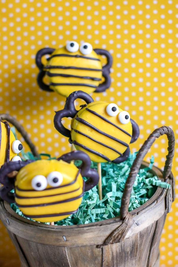 Bumble bee cookies made from Oreos