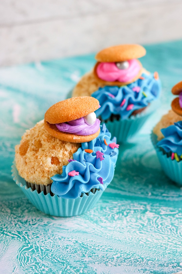 Clam shell cupcakes