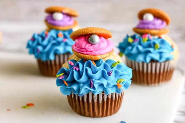 Clamshell beach cupcakes