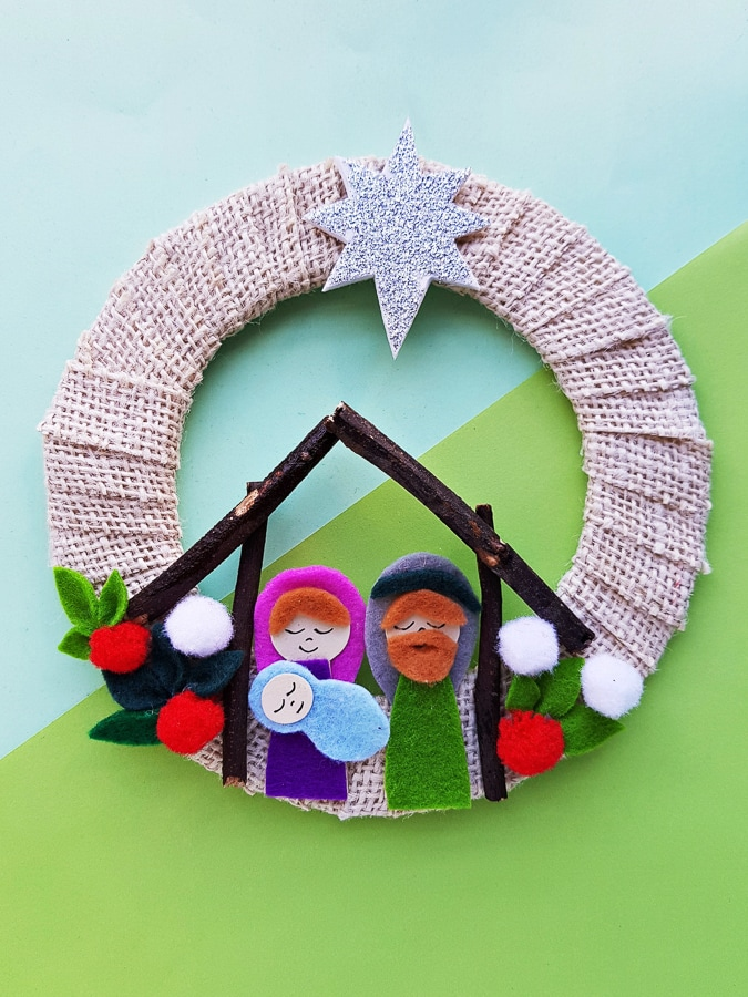 Cute nativity scene felt craft wreath
