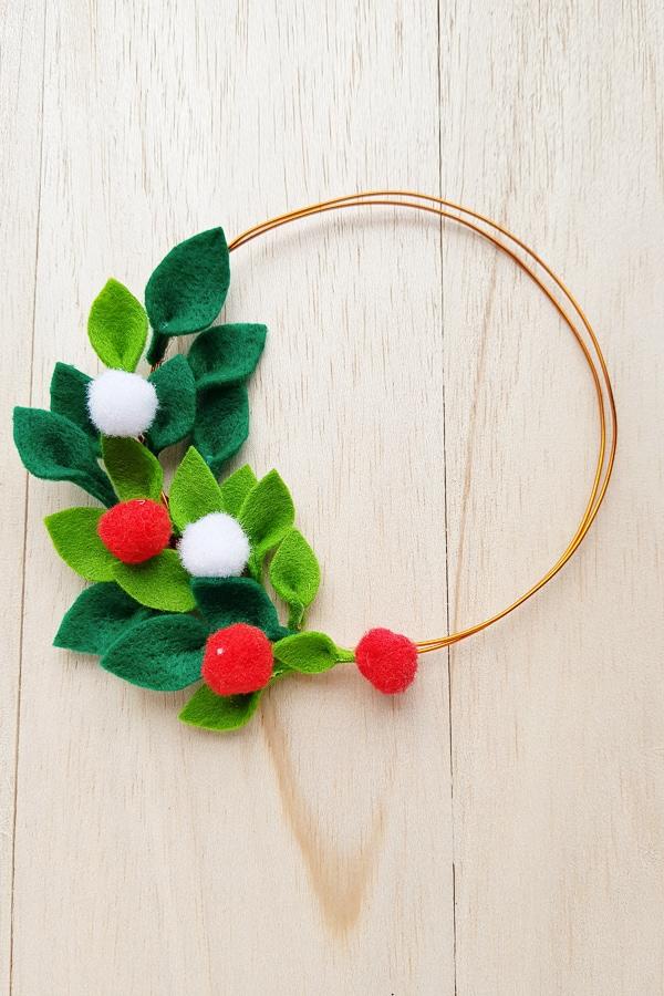 DIY felt Christmas Wreath