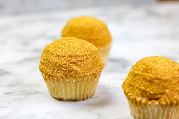 Easy harry potter golden snitch cupcakes