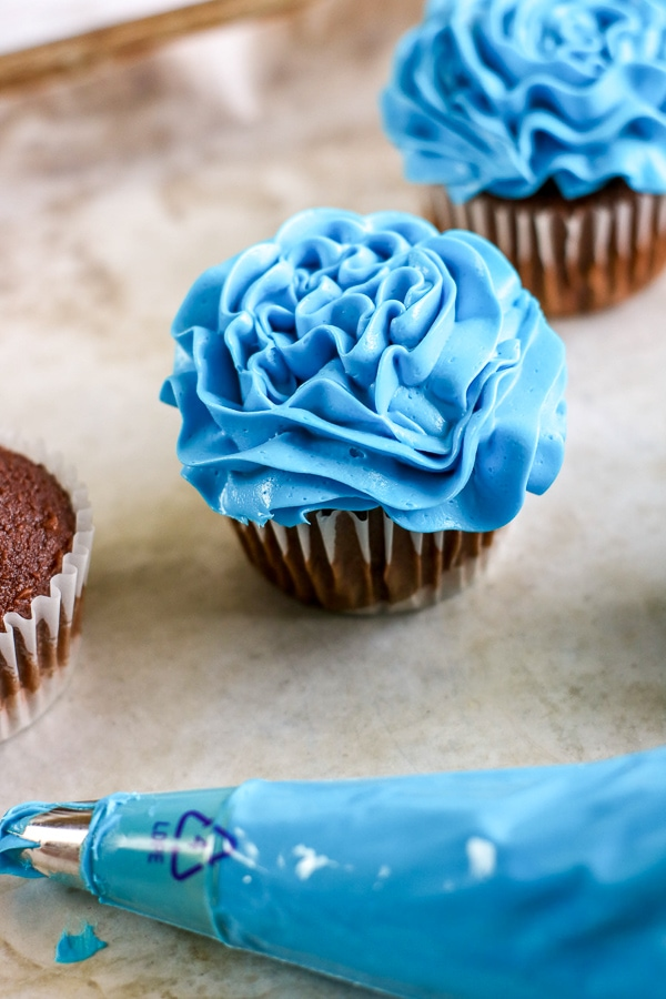 making fish cupcakes with blue store bough icing