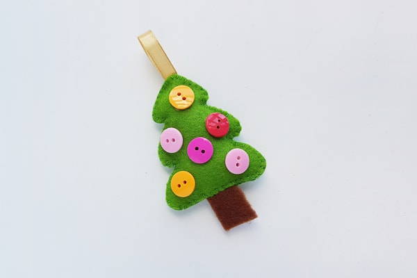 felt christmas tree craft with buttons