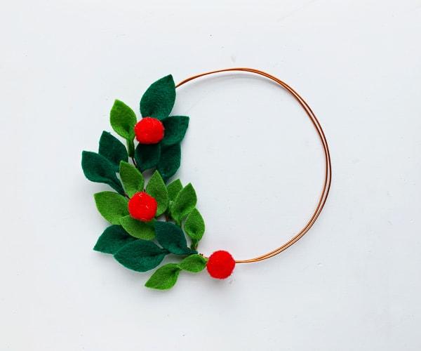 Felt Christmas wreath diy tutorial