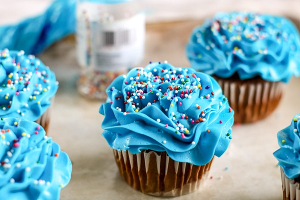 blue cupcakes for fish decorated cupcakes