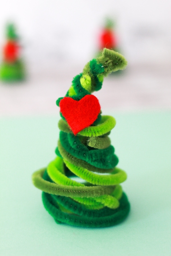 grinch pipe cleaner christmas tree