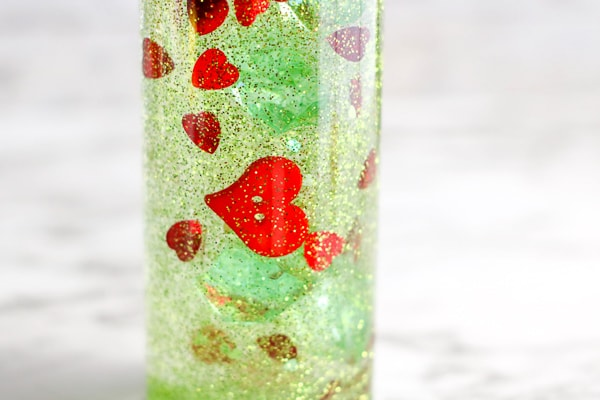 pretty grinch sensory bottle