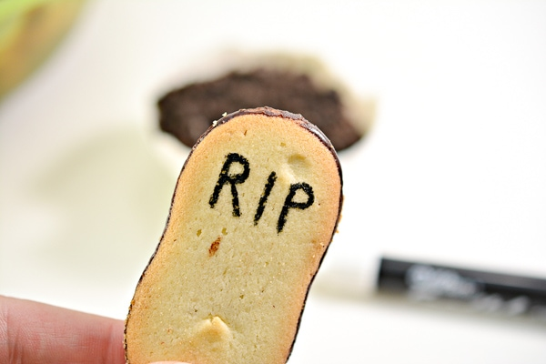 Gravestone cookies for halloween pudding cups
