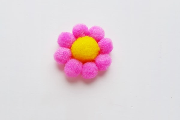 making a pom pom flower