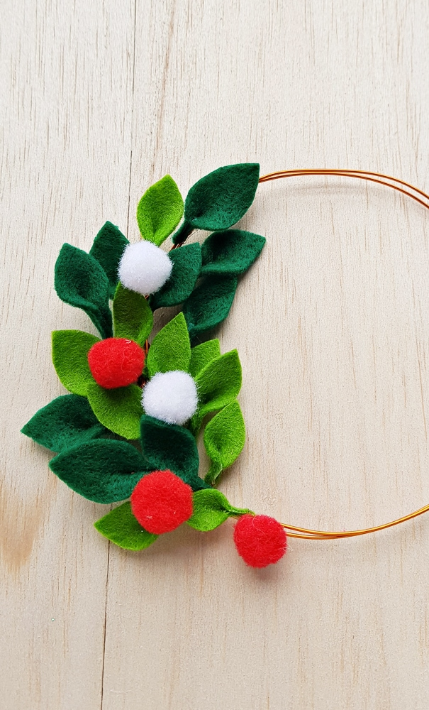 Minimalist DIY Christmas wreath