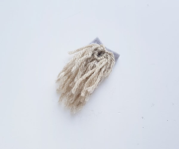 yarn beard for felt gnome craft