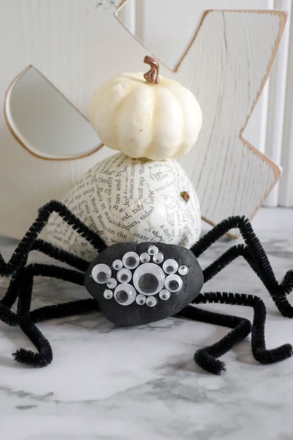 Painted spider rock, a fun halloween rock painting idea