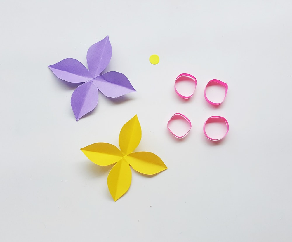 Paper flower wreath for kids to make