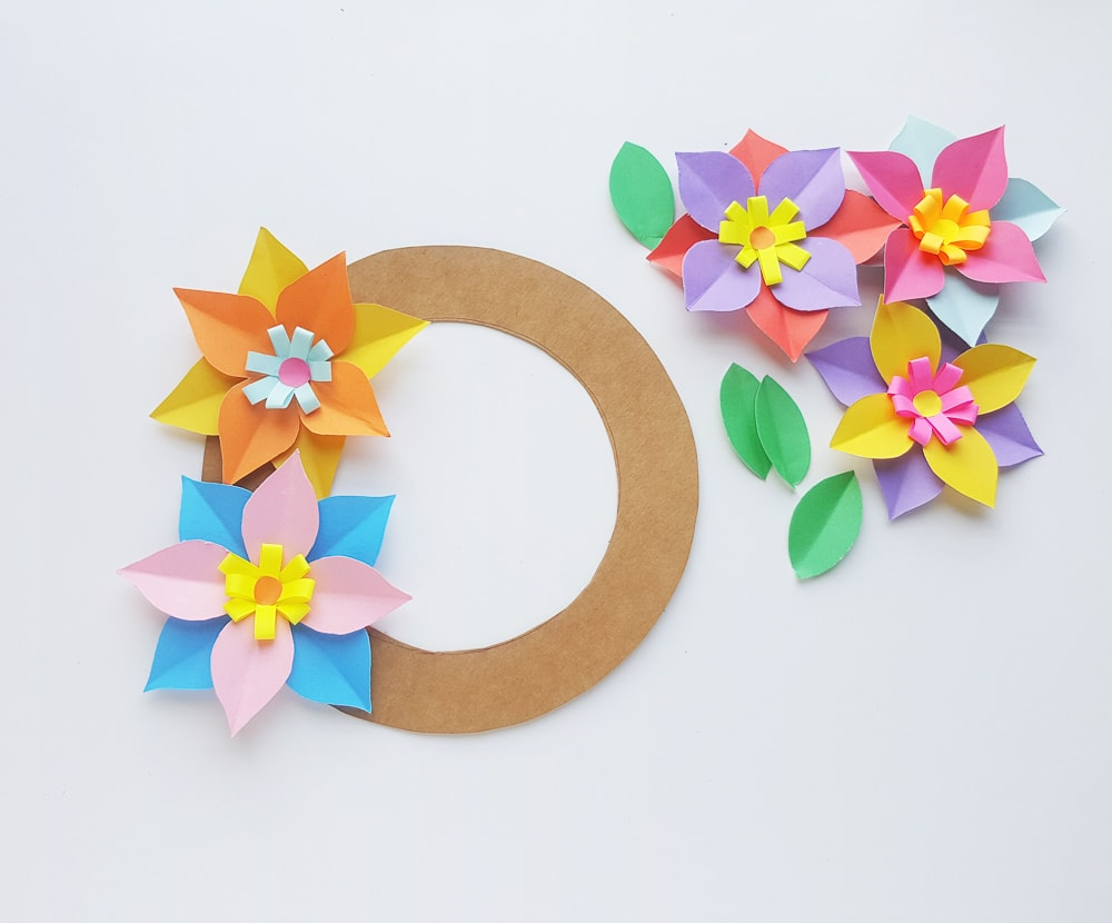 DIY paper wreath tutorial
