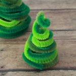 Making a pipe cleaner christmas tree