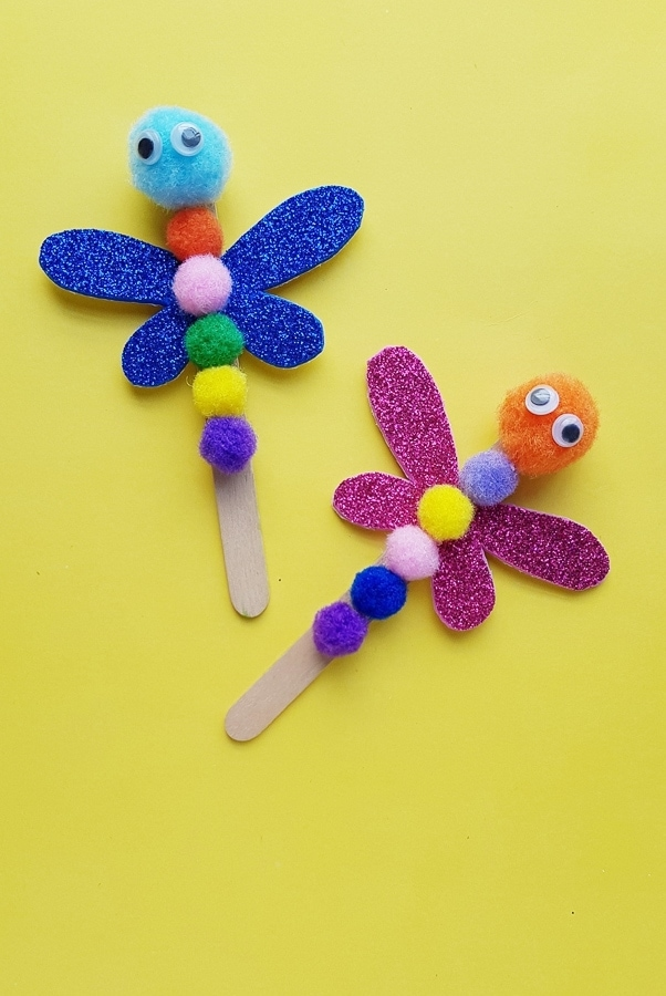 Popsicle stick dragonfly craft for preschoolers
