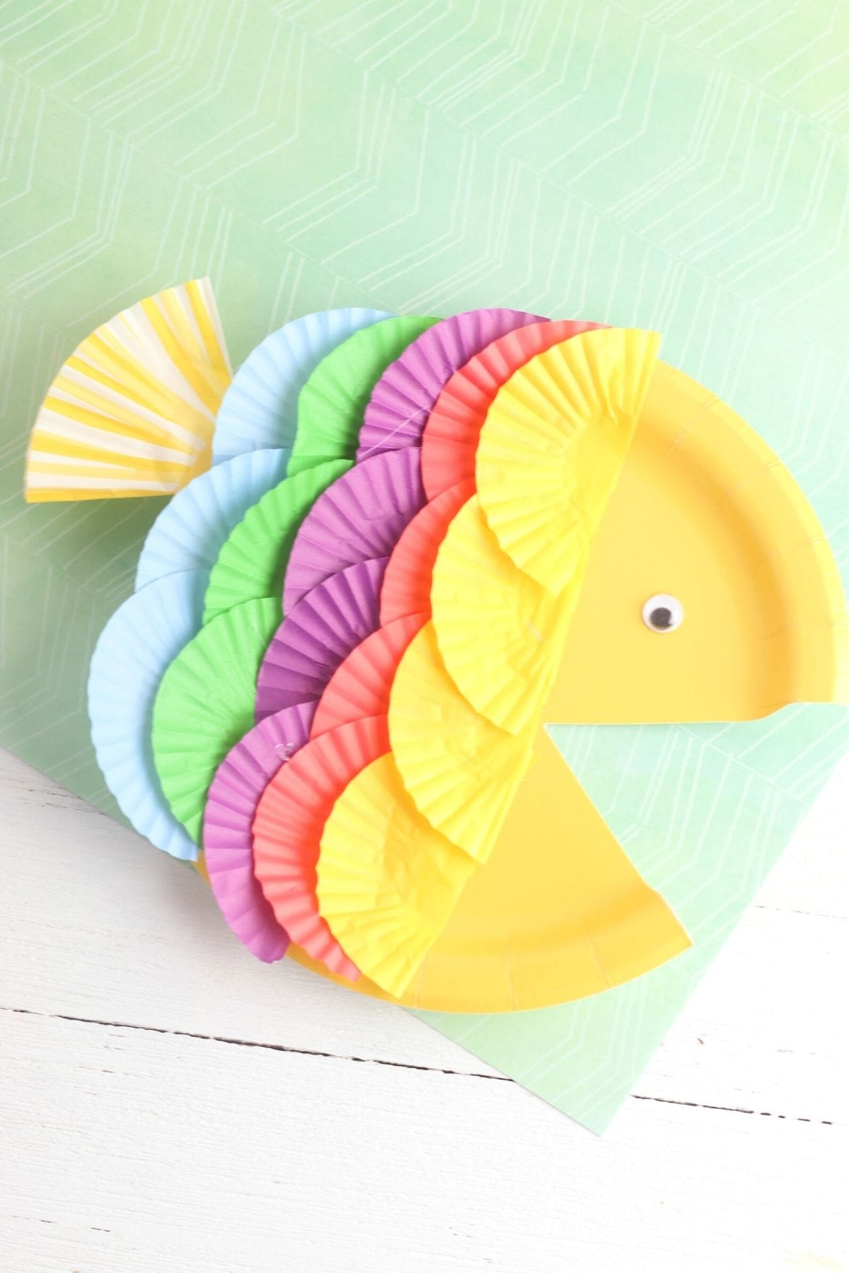 Easy rainbow fish paper plate craft for kids