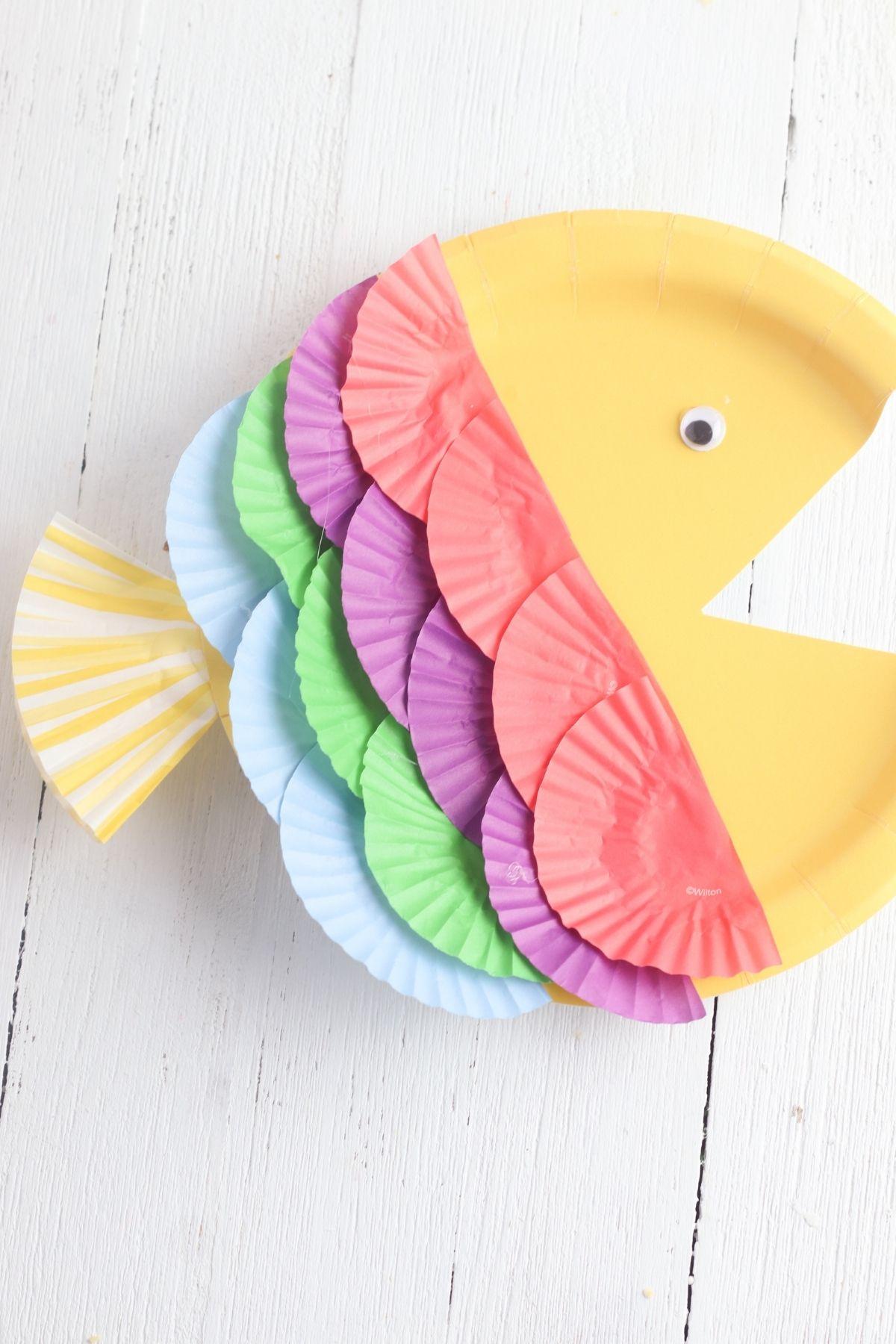 Rainbow fish paper plate craft