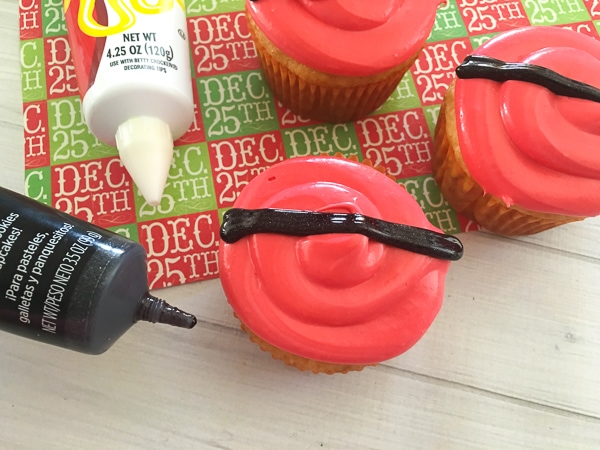 how to make santa belt cupcakes
