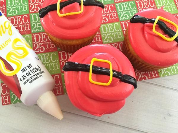 easy santa belt cupcakes