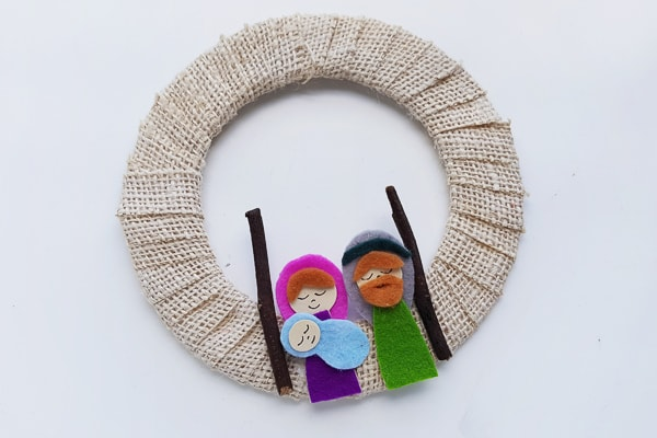 Nativity felt craft for making a wreath craft for kids.