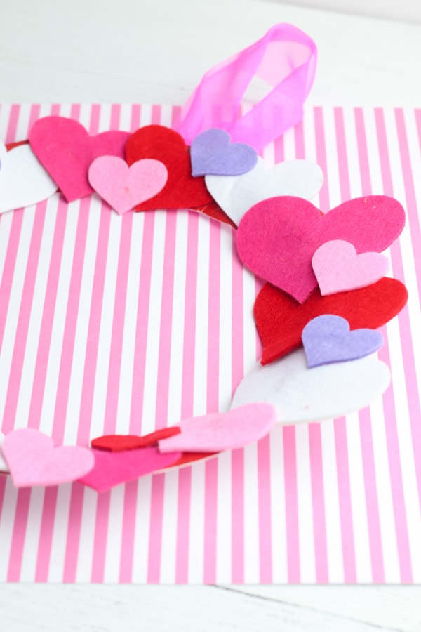 Cute DIY kids Valentines day wreath